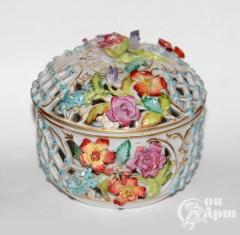 Шкатулка с цветами